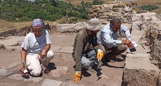Ahlat'taki kazılar tarihe ışık tutuyor