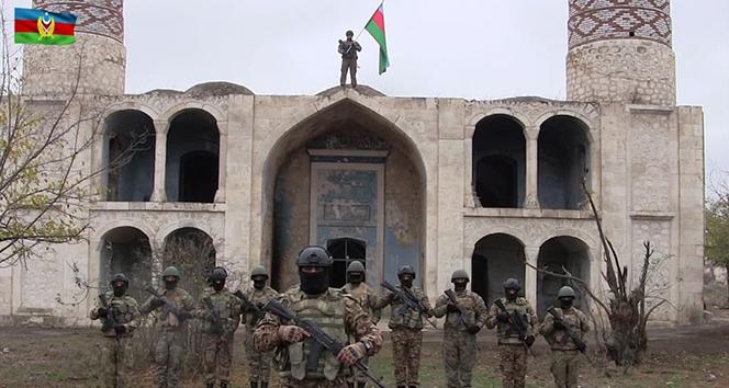 Azerbaycan ordusu, Ağdam'a Azerbaycan bayrağı dikti