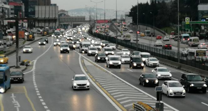 İstanbul'da kısıtlama öncesi trafik yoğunluğu oluştu
